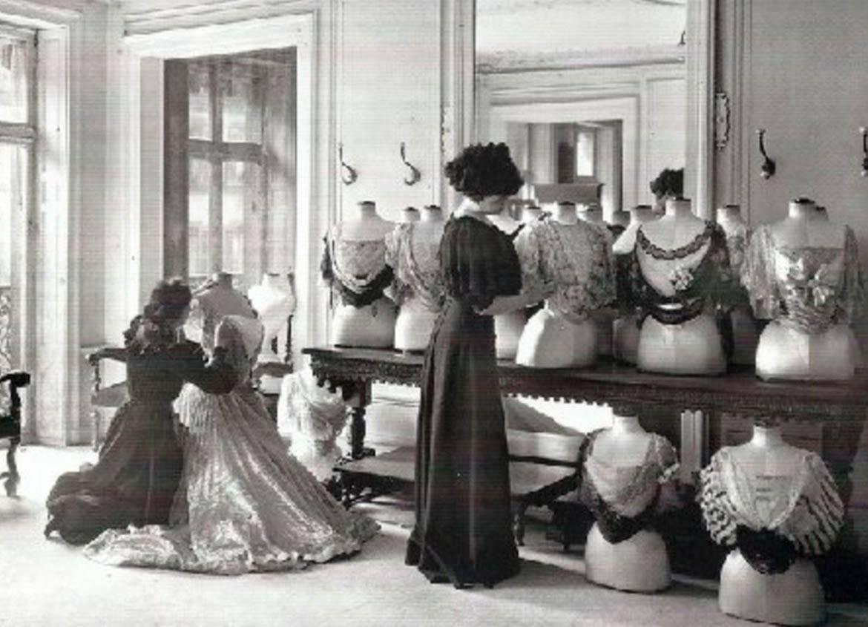 Evolución y tendencias modernas en la moda de mujer